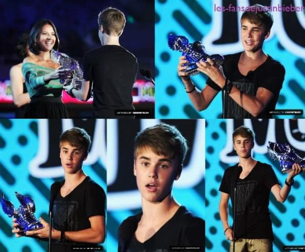 15.08.2011  ♥ 2011 VH1 Do Something Awards