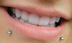 Les différentes associations de piercings autour de la bouche