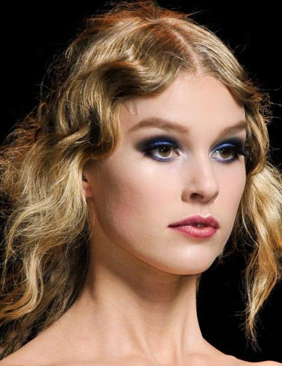 Tendance maquillage : les yeux bleu intense