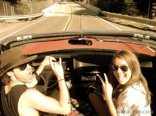 "Twitter de Jared Leto: ""Me, Eliza + Cathy in the convertible"""