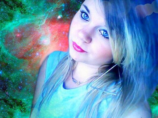 Dans mes yeux bleu tu peu lire se que je resent pour toi ♥ !