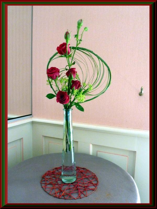 Roses du jardin et reste de ber-grass