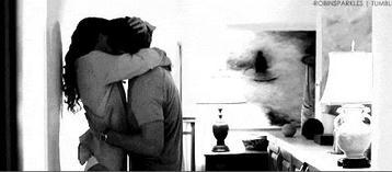 """""""Peut-être que le grand amour, tu le décides, tu décides de courir le risque avec quelqu'un, de donner à quelqu'un sans te préoccuper de savoir ce que tu recevras de sa part, ou de savoir s'il te fera souffrir ou si c'est le bon. Peut-être que l'Amour c'est pas un truc qui te tombe dessus, peut-être que c'est quelque chose qu'il faut que tu choisisses..."""""""