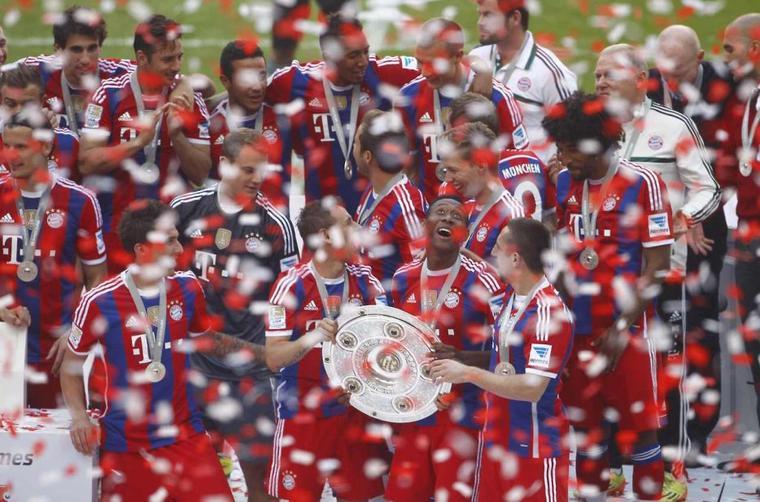 Holger pendant la remise du trophée à l'Allianz Arena (10.05.2014)