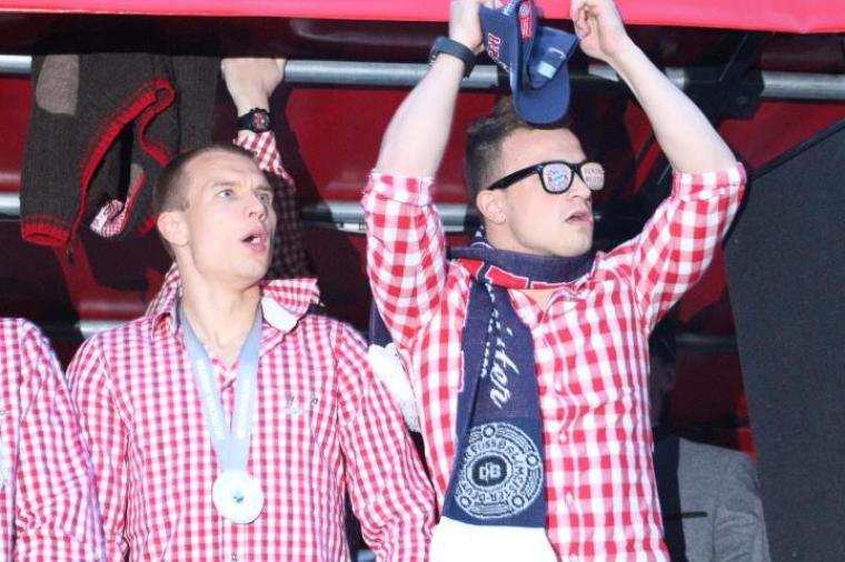 Holger pendant la célébration du titre dans Munich (10.05.2014)