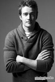 Robert Buckley alias Clay Evans