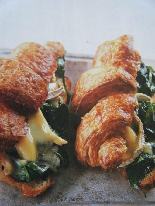Croissants aux épinards et au brie