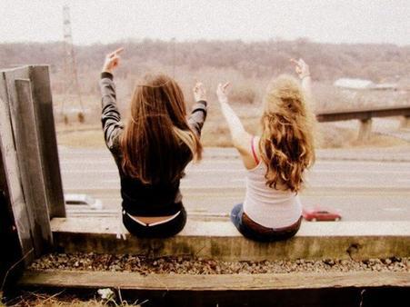 """""""L'amitié n'a pas d'age ni de temps, elle peut naître comme elle peut mourir a tout moment..."""""""