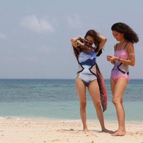 A PHOTOSHOOT ON THE BEACH : Summer Collection