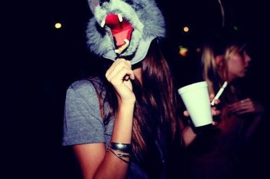 On passe des sucettes aux Cigarettes, du Coca à la Vodka,des Pyjamas Partys aux Boites De Nuits, de l'enfance à l'adolescence !