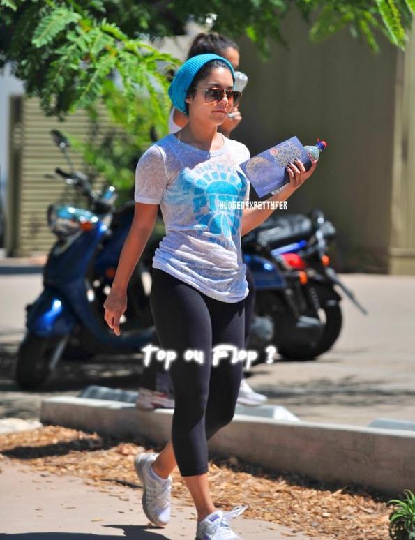 Tuesday, August 30th ; Vanessa a été à aperçue à Maxime à Studio City avec sa soeur Stella juste après son cours de King-Boxing.