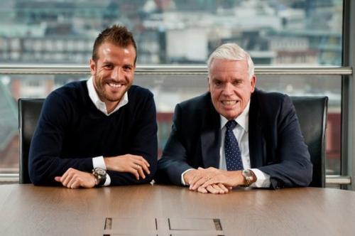 Il donne 25 millions d'euros à un club de foot !