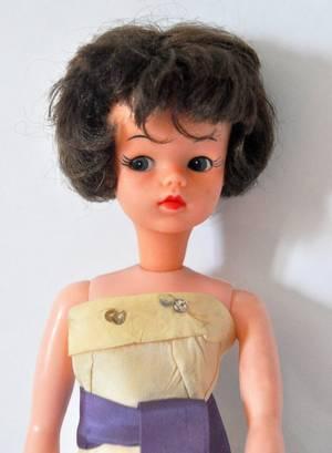 une autre Solariane de Camay version brunette par contre la robe je sais pas mais elle était avec lors de mon achat