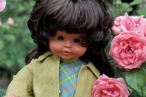 bonne semaine avec une belle brunette c'est une poupée clodrey reine Claude de 1967 /1968