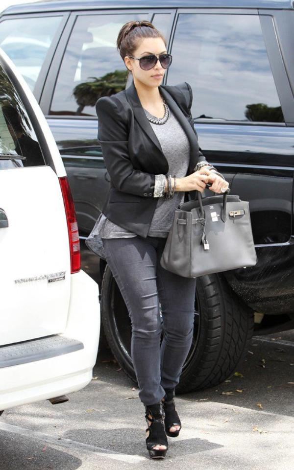 Kim arriving at a television studio in Studio City (07/07)