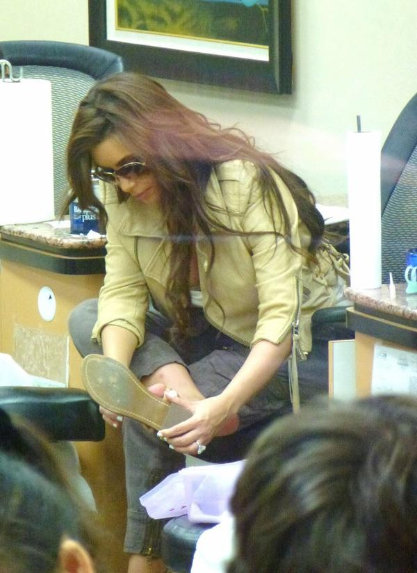 Kim at a nail salon in Beverly Hills (08/03)