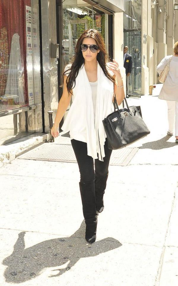 Kim was spotted arriving at Vera Wang's Boutique in NYC (08/10)