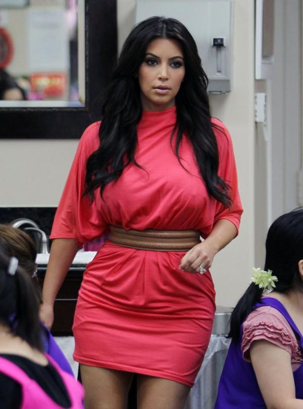 Kim at the nail salon (08/09)