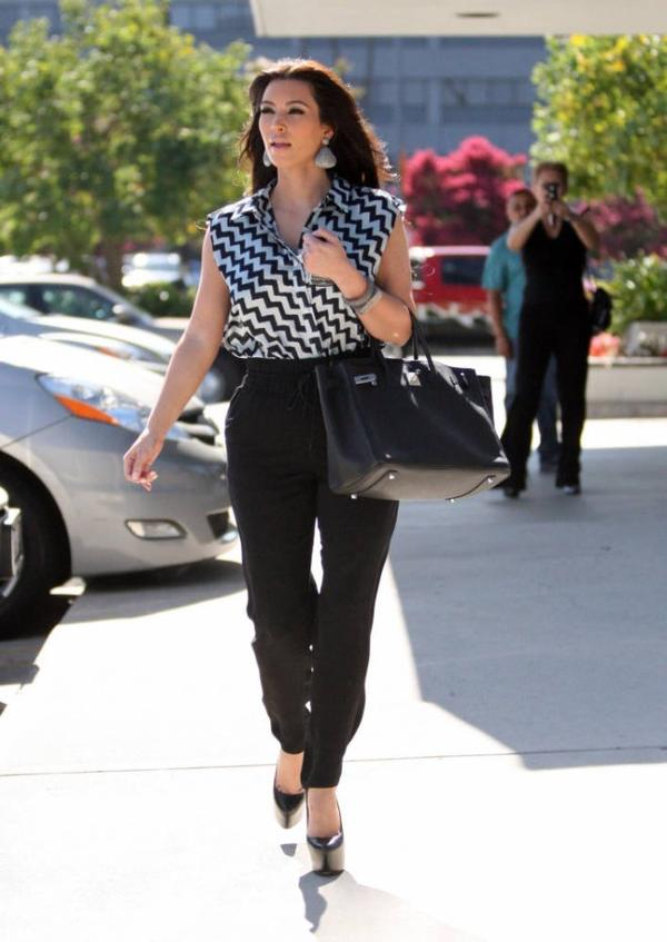 Kim & Kourtney seen at a medical building in Encino (08/15)