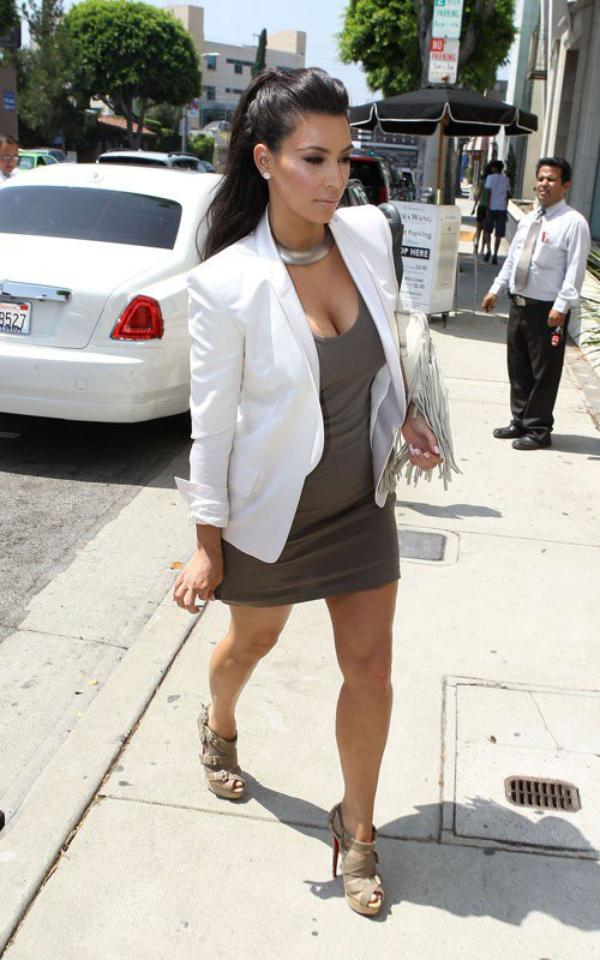 Kim out and about in L.A (08/19)