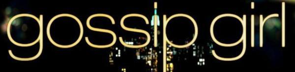 Ici Gossip Girl, celle qui révèle au grand jour ce que l'élite New-Yorkaise se donne tant de mal à cacher.