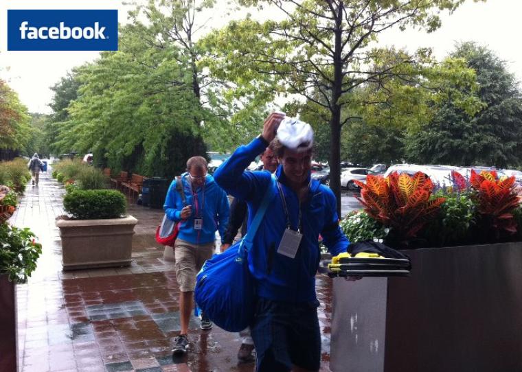 """06/09/11 : """" La pluie est de retour à New York ! Tous les matchs ont été suspendus, et nous sommes retournés à l'hôtel après l'entraînement d'1h30 sur un court couvert"""""""