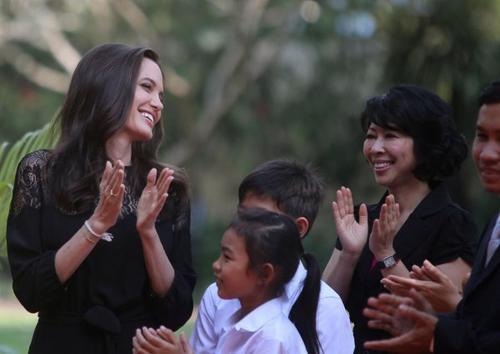 Angelina Jolie dévoile au Cambodge son film sur les Khmers Rouges