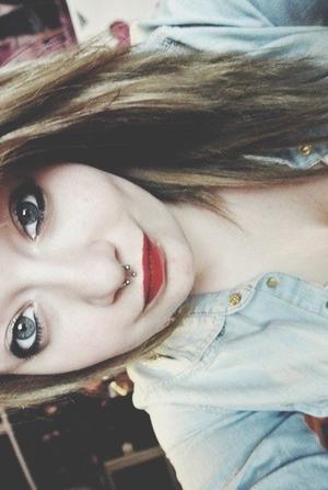 """J'aimerais me tatouer """"Love"""" sur les phalanges, pour pouvoir te frapper avec amour."""