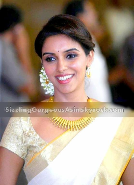 More pics Asin @ Gene-Ritesh Wedding
