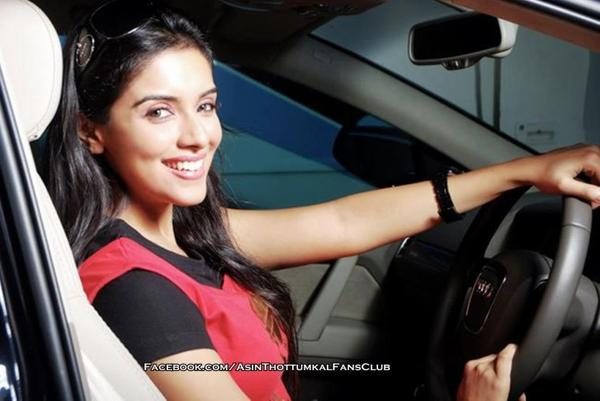Unseen Photo! Asin posing inside her car ♥
