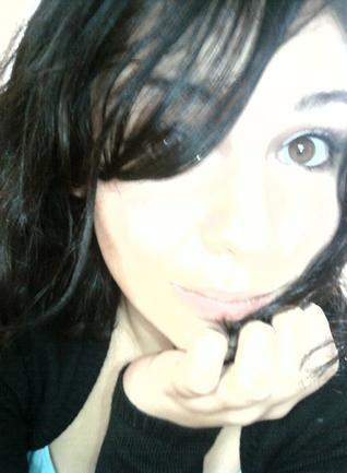 Cynthiaa' ( ♥ )                Je suis une garce, & j'aime ça, oui trésor, qui s'y frotte s'y pique!