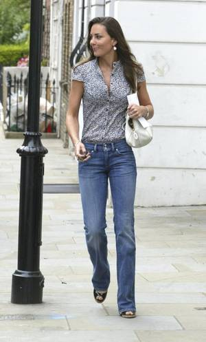 Kate In Summery Jeans - 27 June 2007