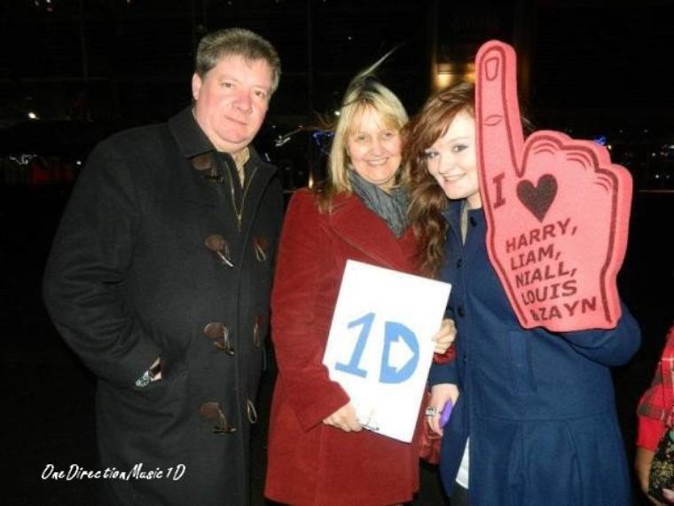 Une Fan & Les Parents de Liam +  Les Boys dans un magazine Australien + One Direction: One Thing - Pre-order on iTunes now