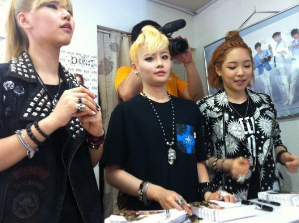 les D-unit : signes des autographes pour leur fans !!!!