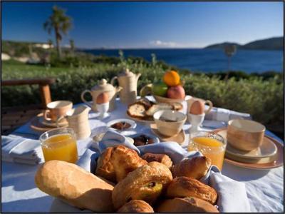 « Tout bonheur commence par un petit-déjeuner tranquille. » -Somerset Maugham