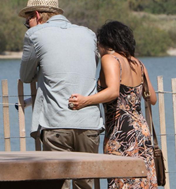 ☑ Vanessa Hudgens et son petit ami Austin Butler à la fête de la Renaissance de Los Angeles, le 20 mai 2012.