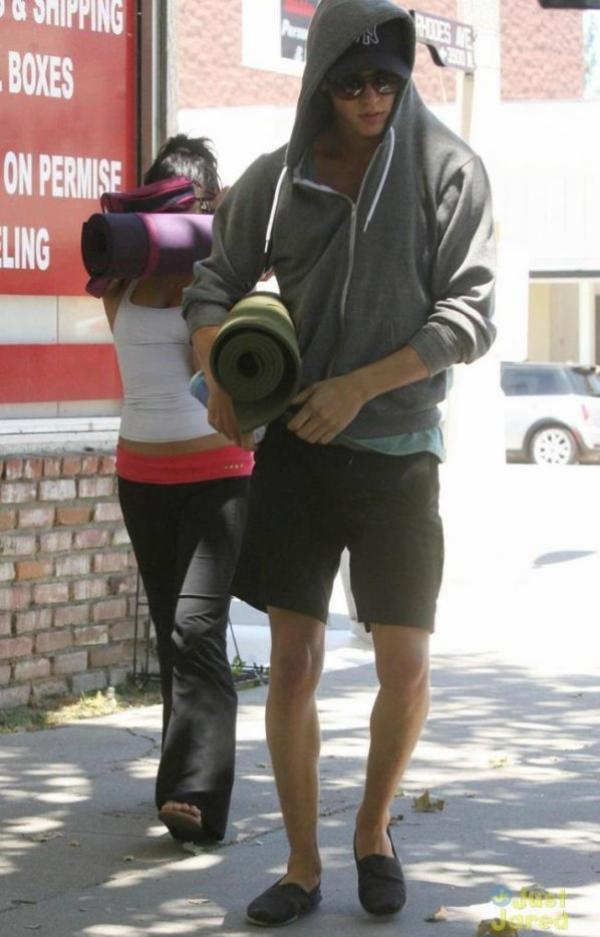 Vanessa Hudgens : Austin Butler, elle le traine à ses séances de Yoga