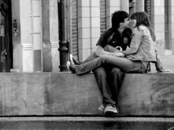 Le problème, c'est que j'ai ces fichus souvenirs qui me traquent et qui m'obligent presque à penser que toi aussi, tu m'aimes..