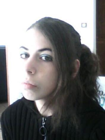 salut je vais te présenté bénédicte qui a maintenant 16 ans. Elle a trois soeur et un frère. elle est très sympas mais faut pas trop l'énervé sinon elle devien méchante.