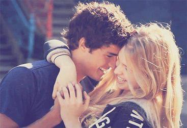Je t'aime, sans pouvoir comprendre comment, sans pouvoir m'arrêter de t'aimer. C'est comme si c'était normal, comme si je ne pouvais plus exister sans toi, comme si ma tête était condamnée à penser à toi, comme si la terre s'arrêtait de tourner lorsque ton regard se pose sur moi, comme si mon coeur voulait exploser quand je te voyais avec quelqu'un d'autre, comme si être loin de toi me déchirait de l'intérieur, c'est comme si j'étais amoureuse, follement amoureuse.