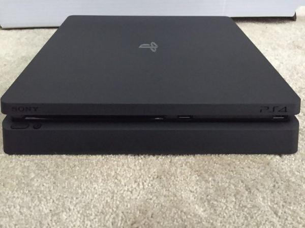 PS4 Slim: les images qui fuitent ?