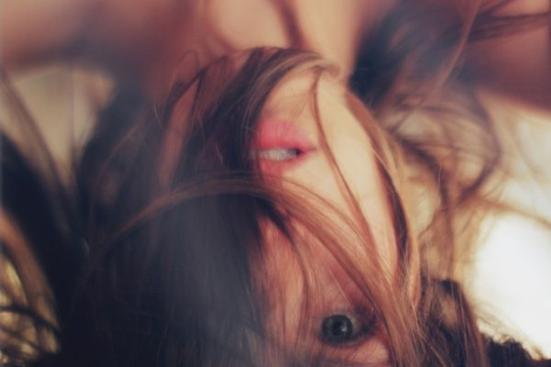 « Je m'habitue à ton absence douloureusement ; je souris sans ta présence inutilement. »