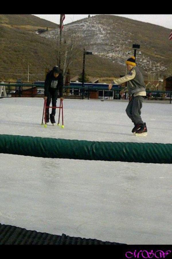 JADEN JUSTIN ET SELENA a la patinoire