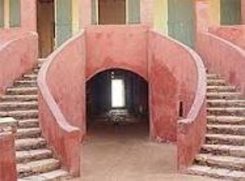 maison des esclaves    porte aller sans retour