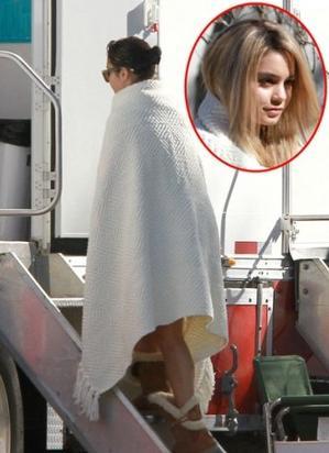 Ce 06-03-2012   Vanessa Hudgens aperçue sur le tournage du film spring breakers!