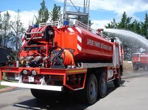 ccfs 11000 du centre de secours de trets avec canon en action