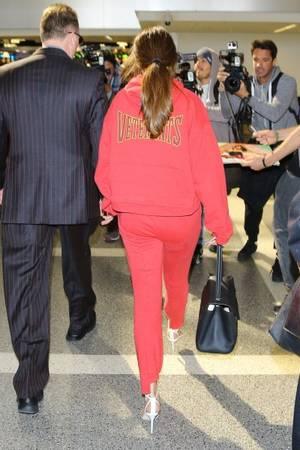 Selena à l'aéroport de Los Angeles