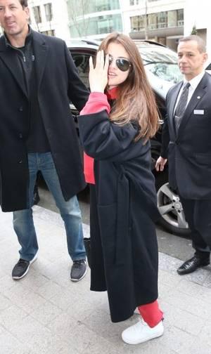 Selena arrive à son hôtel !!