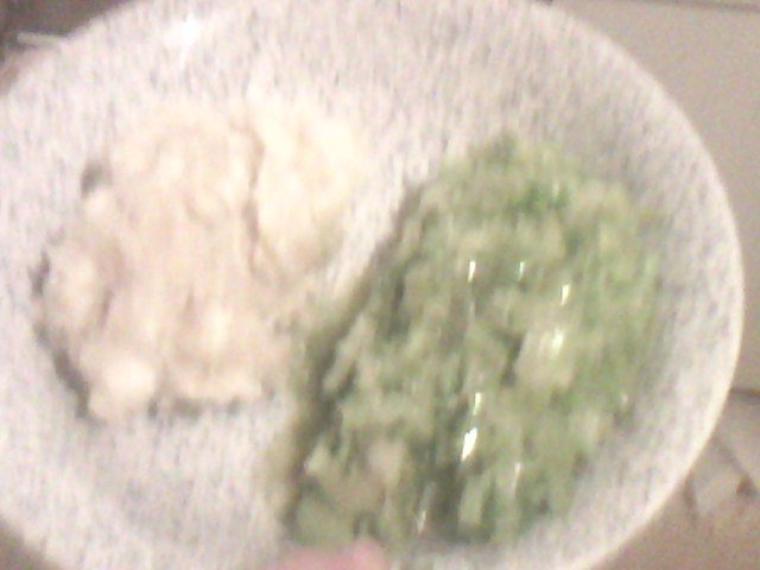 Purée de manioc accompagné d'une fondue de poireaux avec du céleris branche.
