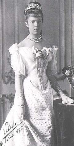 L'histoire de la vie sur Marie-Valérie d'Autriche, la dernière fille de l'empereur François-Joseph 1er et Sissi